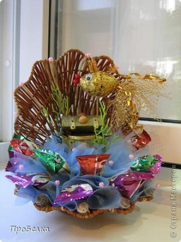 Кусочек подводного царства... Тут и вода, и водоросли, и сундук с драгоценностями, ну, и конечно же, Золотая Рыбка. Очень удобный подарок: можно дарить и на день рождения, и просто так. Недорого, но реакция на дарение-НА МИЛЛИОН!!!Идея с Осинки. фото 1