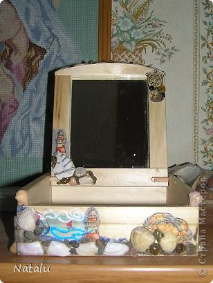 Здравствуйте! Хочу представить мою новую работу с ракушками. Эту гшкатулку мне заказали на день рождения 8-летней девочки. Была куплина деревянная основа шкатулки. И вот что получилось. Это крышка. фото 5