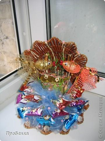 Кусочек подводного царства... Тут и вода, и водоросли, и сундук с драгоценностями, ну, и конечно же, Золотая Рыбка. Очень удобный подарок: можно дарить и на день рождения, и просто так. Недорого, но реакция на дарение-НА МИЛЛИОН!!!Идея с Осинки. фото 4