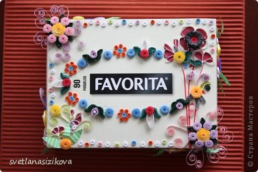 Вот такую коробку с обыкновенными салфетками я решила украсить и подарить на день рождения. фото 1