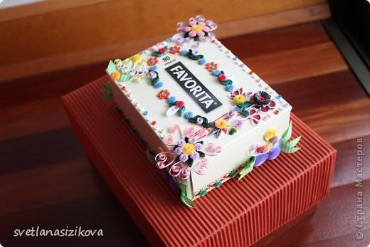 Вот такую коробку с обыкновенными салфетками я решила украсить и подарить на день рождения. фото 2