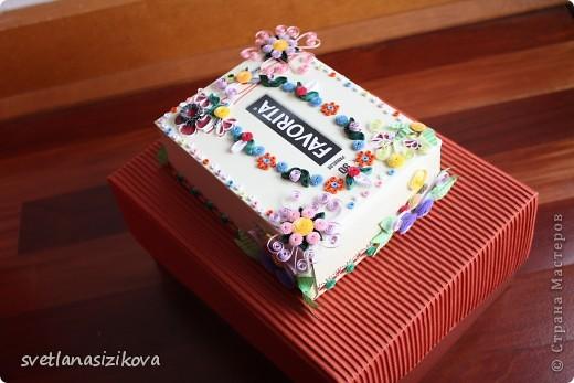 Вот такую коробку с обыкновенными салфетками я решила украсить и подарить на день рождения. фото 3
