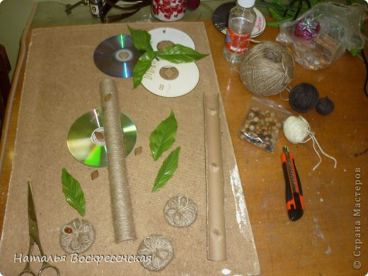 всем доброго здравия!хочу поделиться с вами тем что я сделала из бросового материала.вот такое у меня выросло дерево. фото 2