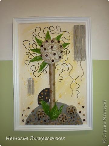 всем доброго здравия!хочу поделиться с вами тем что я сделала из бросового материала.вот такое у меня выросло дерево. фото 1