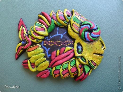 Поделка изделие Лепка Роспись Рыбка сапиенс Краска Тесто соленое фото 1