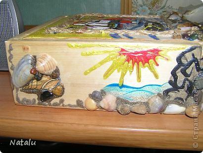 Здравствуйте! Хочу представить мою новую работу с ракушками. Эту гшкатулку мне заказали на день рождения 8-летней девочки. Была куплина деревянная основа шкатулки. И вот что получилось. Это крышка. фото 2