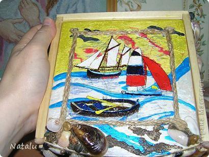 Здравствуйте! Хочу представить мою новую работу с ракушками. Эту гшкатулку мне заказали на день рождения 8-летней девочки. Была куплина деревянная основа шкатулки. И вот что получилось. Это крышка. фото 1