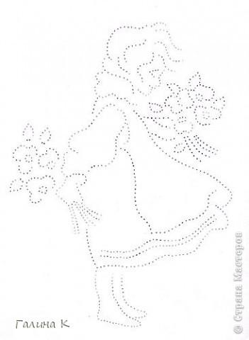 Картинка формата А4, вышита нитками мулине и бисером (серединки цветочков). Рисунок раскрашен пастельными мелками. Рамка - картон, обтянутый кусочком от обоев и цветочным упаковочным материалом.  фото 4