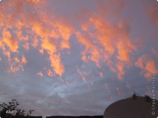 29 августа 2011 года весь день было облачно, прохладно. Вечером стало садиться солнце и началась вот такая красота в небе. фото 6