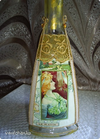 Долго создавалась эта поделка... Воспоминание о лете... Красивая трехгранная бутылка - ну как же её украсить? Мысли бродили вокруг Времен года - но граней то всего ТРИ! фото 3