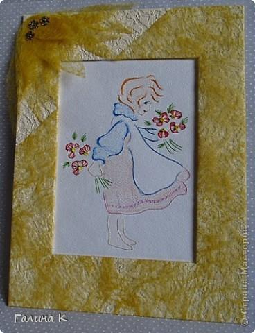 Картинка формата А4, вышита нитками мулине и бисером (серединки цветочков). Рисунок раскрашен пастельными мелками. Рамка - картон, обтянутый кусочком от обоев и цветочным упаковочным материалом.  фото 1