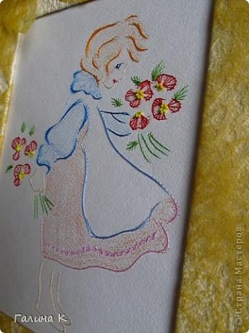 Картинка формата А4, вышита нитками мулине и бисером (серединки цветочков). Рисунок раскрашен пастельными мелками. Рамка - картон, обтянутый кусочком от обоев и цветочным упаковочным материалом.  фото 2
