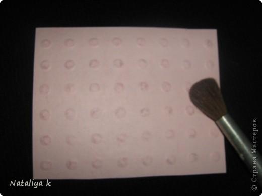 Такой миленький фон можно создать при помощи внутреннего стержня фломастера.Не знаю,как его правильно назвать?.. фото 9