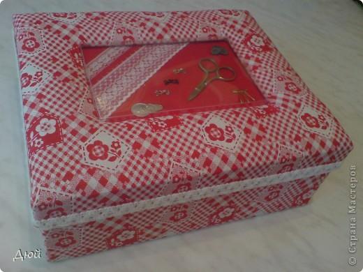 Вот такая шкатулка для рукоделия может получится из обычной обувной коробки. фото 1