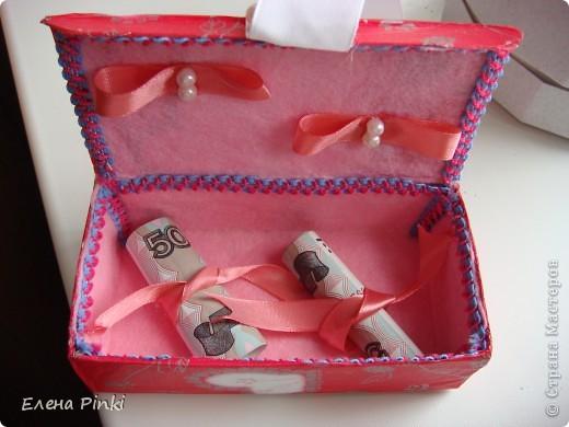 Сестра попросила сделать коробочку для денежного подарка....Знаю,что в СМ много очень МК всевозможных коробочек для денег.НО.....возможности добраться до интернета не было и вот что пришло на ум! Выкладываю процесс создания (буду рада если кому то пригодится) фото 7