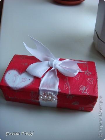 Сестра попросила сделать коробочку для денежного подарка....Знаю,что в СМ много очень МК всевозможных коробочек для денег.НО.....возможности добраться до интернета не было и вот что пришло на ум! Выкладываю процесс создания (буду рада если кому то пригодится) фото 8