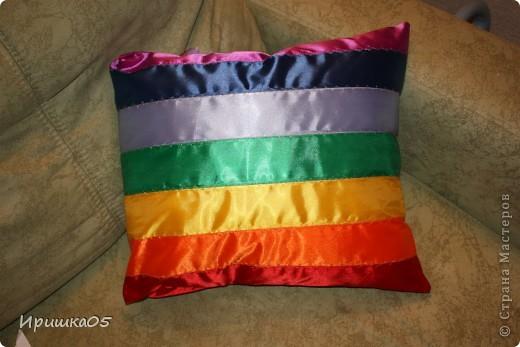 """Вот такие веселенькие подушечки у меня получилиь. Сшить их очень просто даже такому начинающему """"мастеру"""" как я :) фото 1"""