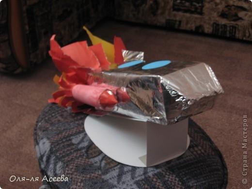 Ракету с сыном делали в садик ко Дню космонавтики. В основе коробка от сока. фото 2