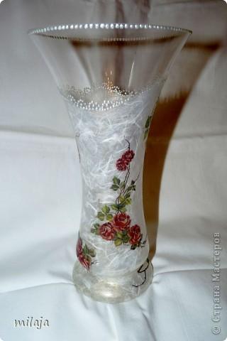 Стеклянная ваза: приклела рисовую декпажную карту, сверху затонировала перламутровой краской фото 3