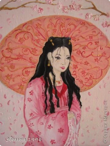 Рисовала масляными красками. Очень люблю рисовать сакуру, японских девушек.