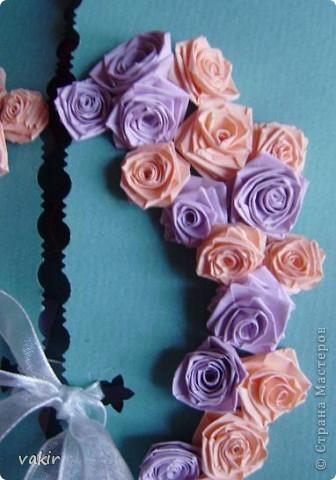 Эту открытку я делала по просьбе дочки для её подруги, у которой сегодня свадьба. Дизайн  выбирала Анюта. Нам очень нравятся открытки Елены Милбрадт. Решили сповторюшничать. Спасибо Елене за такую прекрасную идею http://stranamasterov.ru/node/131680  фото 2