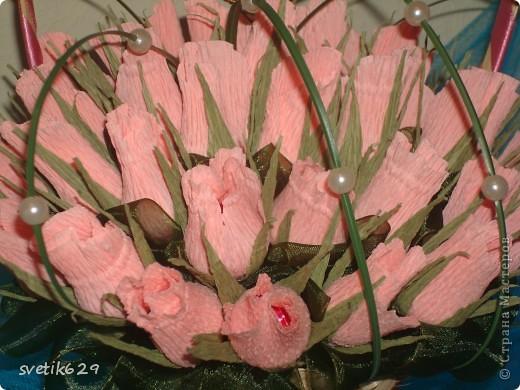 Букет из бутонов роз был сделан подруге на свадьбу . Колечки я сама сделала из проволки и золотой тесемочки. фото 5