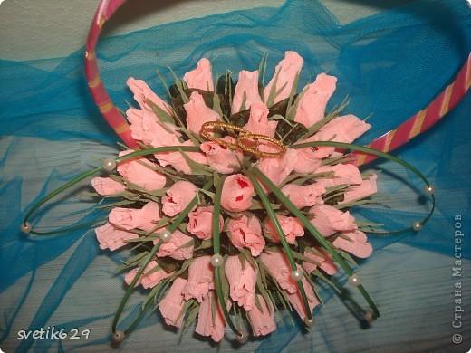 Букет из бутонов роз был сделан подруге на свадьбу . Колечки я сама сделала из проволки и золотой тесемочки. фото 3
