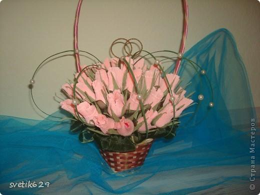 Букет из бутонов роз был сделан подруге на свадьбу . Колечки я сама сделала из проволки и золотой тесемочки. фото 4