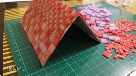 Как-то раз, лазая по инету, я натолкнулась на фотоальбом в виде домика. Идея понравилась. Но фотоальбом мне не нужен, поэтому я упростила себе задачу и решила сделать просто картонный домик. Но непременно зимний!  фото 7