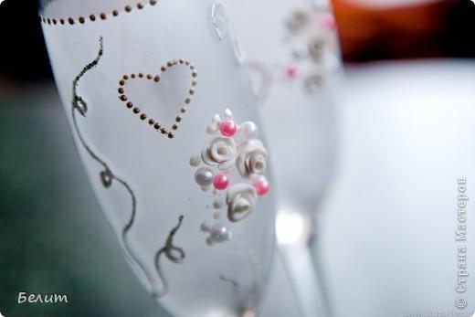 шкатулочка для колец (за основу пошла обычная подарочная коробочка в виде сердца+белая акриловая краска, кружево посажено на момент-гель, розочки и листики из пластики) фото 10
