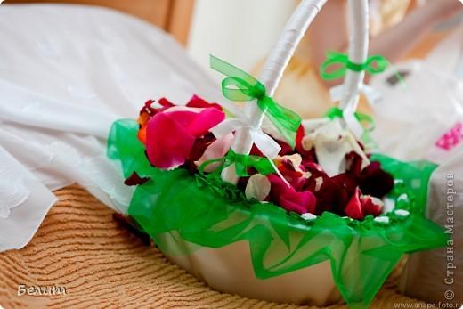 шкатулочка для колец (за основу пошла обычная подарочная коробочка в виде сердца+белая акриловая краска, кружево посажено на момент-гель, розочки и листики из пластики) фото 14