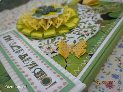 """Коробочка-шоколадница сделана по моему любимому скетчу. В работе использовала картон """"Флора"""", гофрированный картон, ажурную салфетку, атласную ленту, дырокольное бумажное кружево, наклейки бабочек и цветочков. фото 3"""