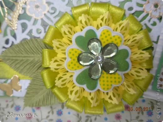 """Коробочка-шоколадница сделана по моему любимому скетчу. В работе использовала картон """"Флора"""", гофрированный картон, ажурную салфетку, атласную ленту, дырокольное бумажное кружево, наклейки бабочек и цветочков. фото 2"""