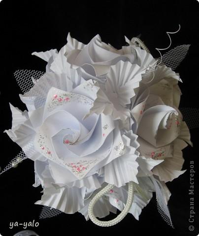 Свадебный топиарий на основе кусудамы.  Кусудама - Электра с розами. Здесь МК Розочек http://stranamasterov.ru/node/23799?tid=451%2C850 Здесь МК Электры http://stranamasterov.ru/node/17323 фото 4