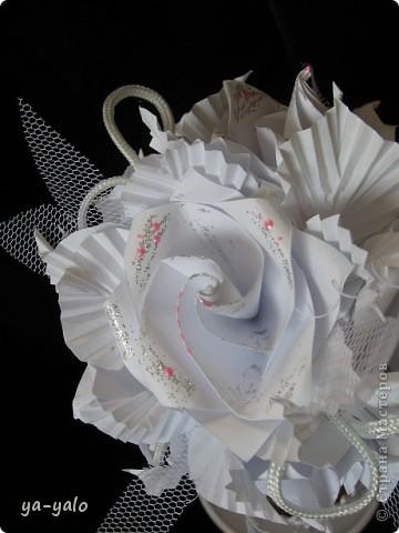 Свадебный топиарий на основе кусудамы.  Кусудама - Электра с розами. Здесь МК Розочек http://stranamasterov.ru/node/23799?tid=451%2C850 Здесь МК Электры http://stranamasterov.ru/node/17323 фото 5