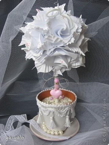 Свадебный топиарий на основе кусудамы.  Кусудама - Электра с розами. Здесь МК Розочек http://stranamasterov.ru/node/23799?tid=451%2C850 Здесь МК Электры http://stranamasterov.ru/node/17323 фото 1