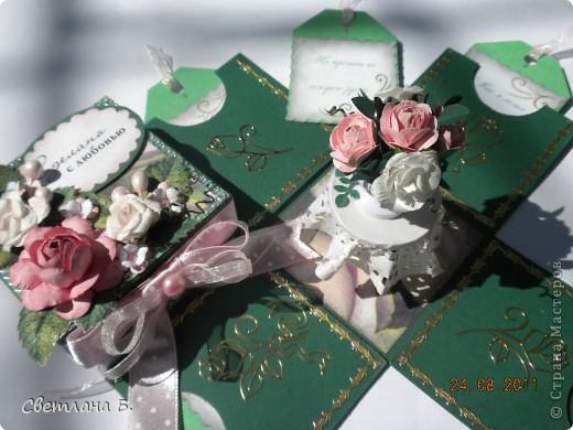 """Коробочка-шоколадница сделана по моему любимому скетчу. В работе использовала картон """"Флора"""", гофрированный картон, ажурную салфетку, атласную ленту, дырокольное бумажное кружево, наклейки бабочек и цветочков. фото 9"""