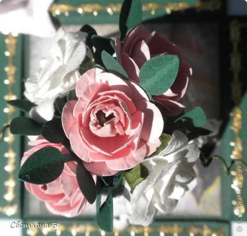 """Коробочка-шоколадница сделана по моему любимому скетчу. В работе использовала картон """"Флора"""", гофрированный картон, ажурную салфетку, атласную ленту, дырокольное бумажное кружево, наклейки бабочек и цветочков. фото 11"""