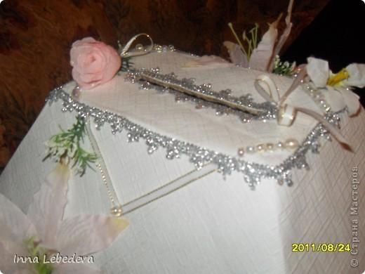 Для казны использовала коробку из-под печенья, белые тесненые обои. фото 3
