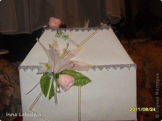 Для казны использовала коробку из-под печенья, белые тесненые обои. фото 4