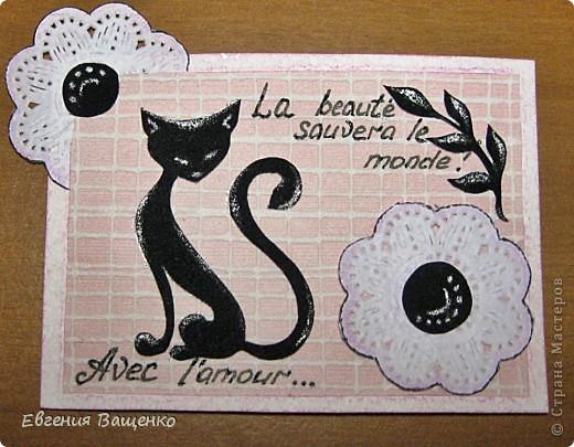 Кошечки, веточки и сердцевинки цветочков - бархатная бумага; цветы - салфетка; фон - обои. Размер: 90*65 мм фото 2