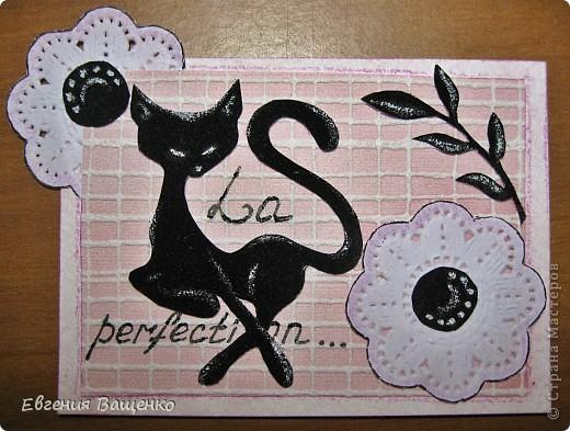 Кошечки, веточки и сердцевинки цветочков - бархатная бумага; цветы - салфетка; фон - обои. Размер: 90*65 мм фото 5