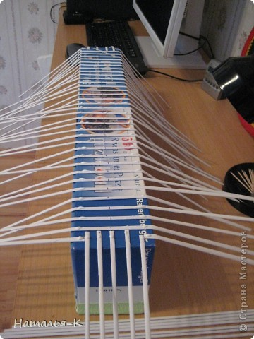 Мой дебют в плетении бумажными трубочками. Размер 55см х 10см. Девочки, можно мне примкнуть в Ваши ряды со своей первой, пока ещё неказистой и кривоватой поделкой. фото 3