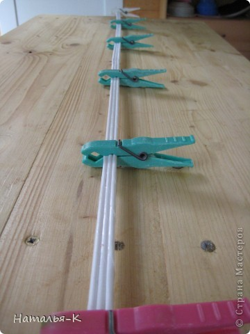 Мой дебют в плетении бумажными трубочками. Размер 55см х 10см. Девочки, можно мне примкнуть в Ваши ряды со своей первой, пока ещё неказистой и кривоватой поделкой. фото 9