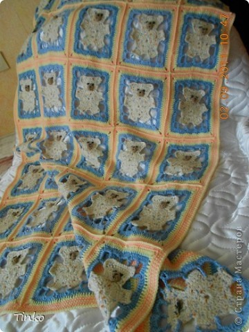 """На бескрайних просторах интернета нашла схему """"Мишка в квадрате"""" (к сожалению не помню имя автора) и связала своей дочуле вот такое одеяло.  фото 1"""