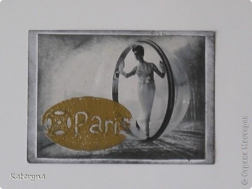 """Привет,привет! Давненько я не показывала вам,уважаемые """"жители"""" и гости Страны Мастеров,ничего новенького.Ну да я исправляюсь:) Итак,новая серия карточек АТС. За основу взяты потрясающие снимки Симоны Д`Аленкур.Это любимая модель мастера модного фото Мелвина Сокольски. Его знаменитая серия """"Simone,Bubble,Siene,Paris 1963""""(""""Симона,Пузырь,Сена,Париж 1963"""") была сделана для журнала """"Harper`s Bazaar""""и до недавнего времени находилась в частной коллекции Пола Томплинсона. Остаётся загадкой,как же этот пузырь витает в водухе. Из 10 снимков я выбрала только 7 и назвала серию """"Сфера"""". Основа тонирована дистрес-чернилами.На каждой карточке тематический штамп и влажный эмбосинг с золотой пудрой. Приятного просмотра!  фото 5"""