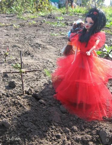 """Начнем с того что я очень люблю фильм """"Билджус"""" особенно мне нравиться Лидия, вот я и решила сшить красное свадебное платье в котором героиня предстала в финальных сценах) фото 7"""