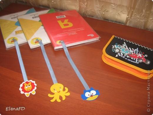 Вот такие закладки получились сыну в учебники. В 1 классе у нас их три: азбука, математика и окружающий мир. А жаль, столько еще можно было бы закладок сделать! фото 1