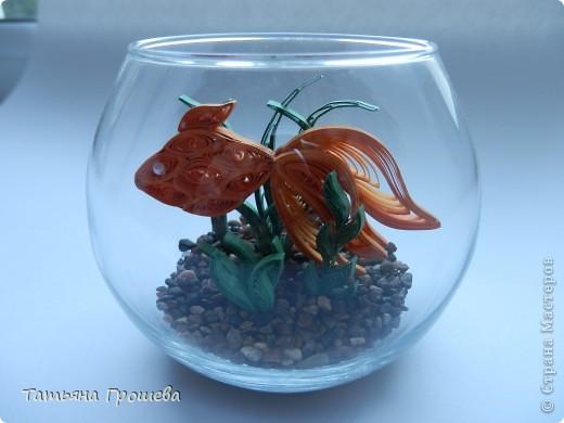 """Захотелось сделать для выставки какую-нибудь необычную поделку. Так появилась на свет """"Золотая рыбка в аквариуме""""."""