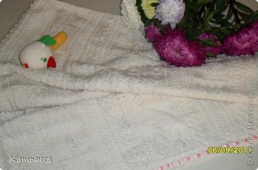 Одеялко для новорожденного+ в коляску  Размер 70*95. Вязала в свое время для сына. Начала еще будучи беременной, закончила когда ему было около 2 месяцев). Я тогда вдергивала голубую бейку в край, а теперь для дочки сменила на розовую. фото 1